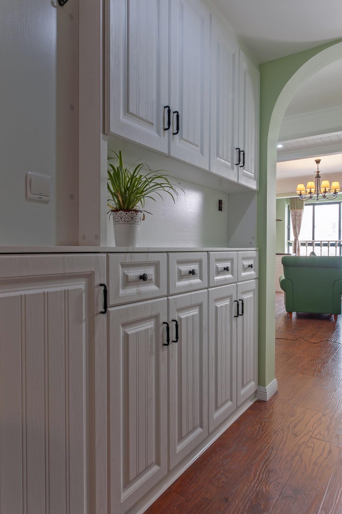 二居室美式风格家门厅鞋柜设计