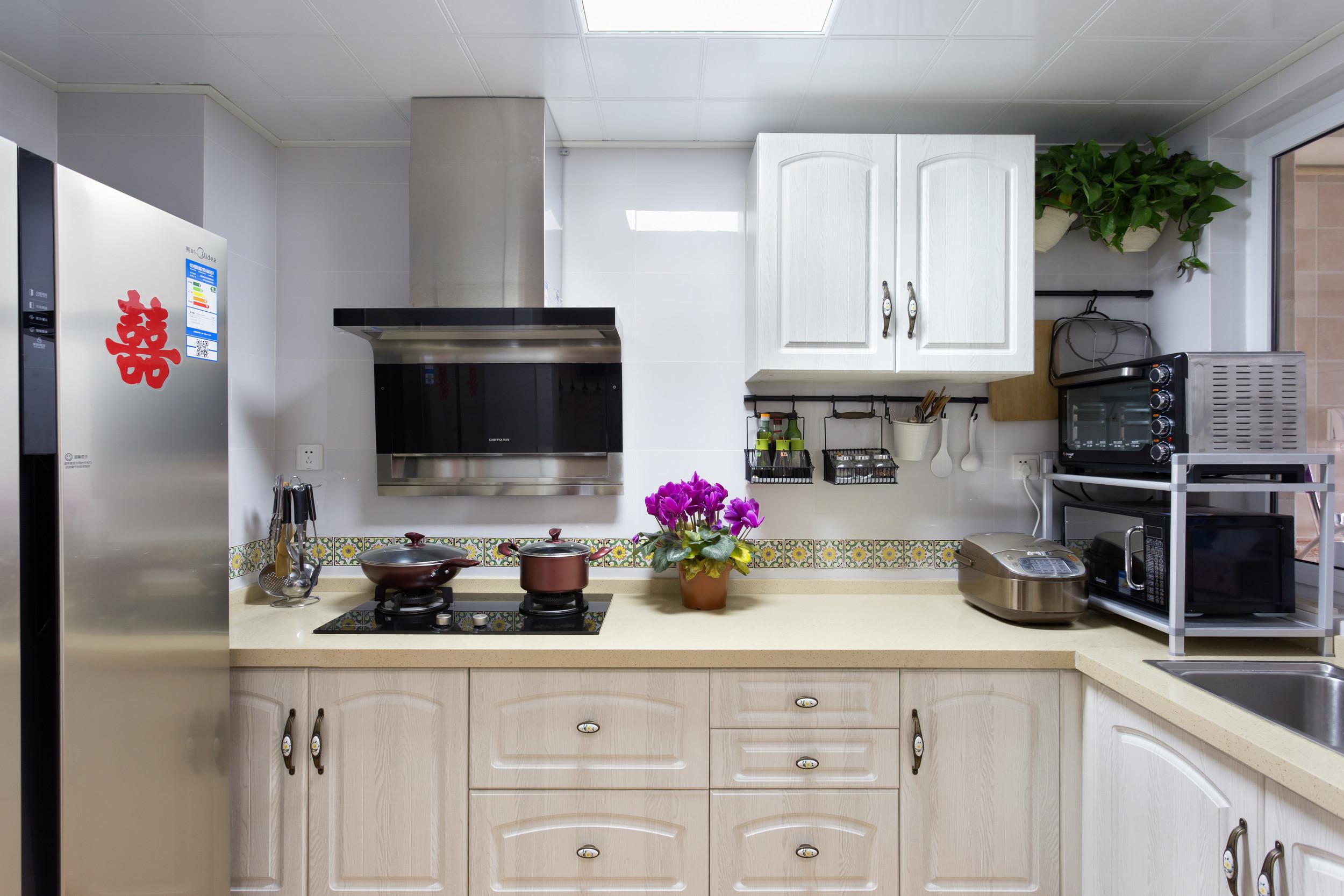 80㎡小美式三居装修厨房设计图