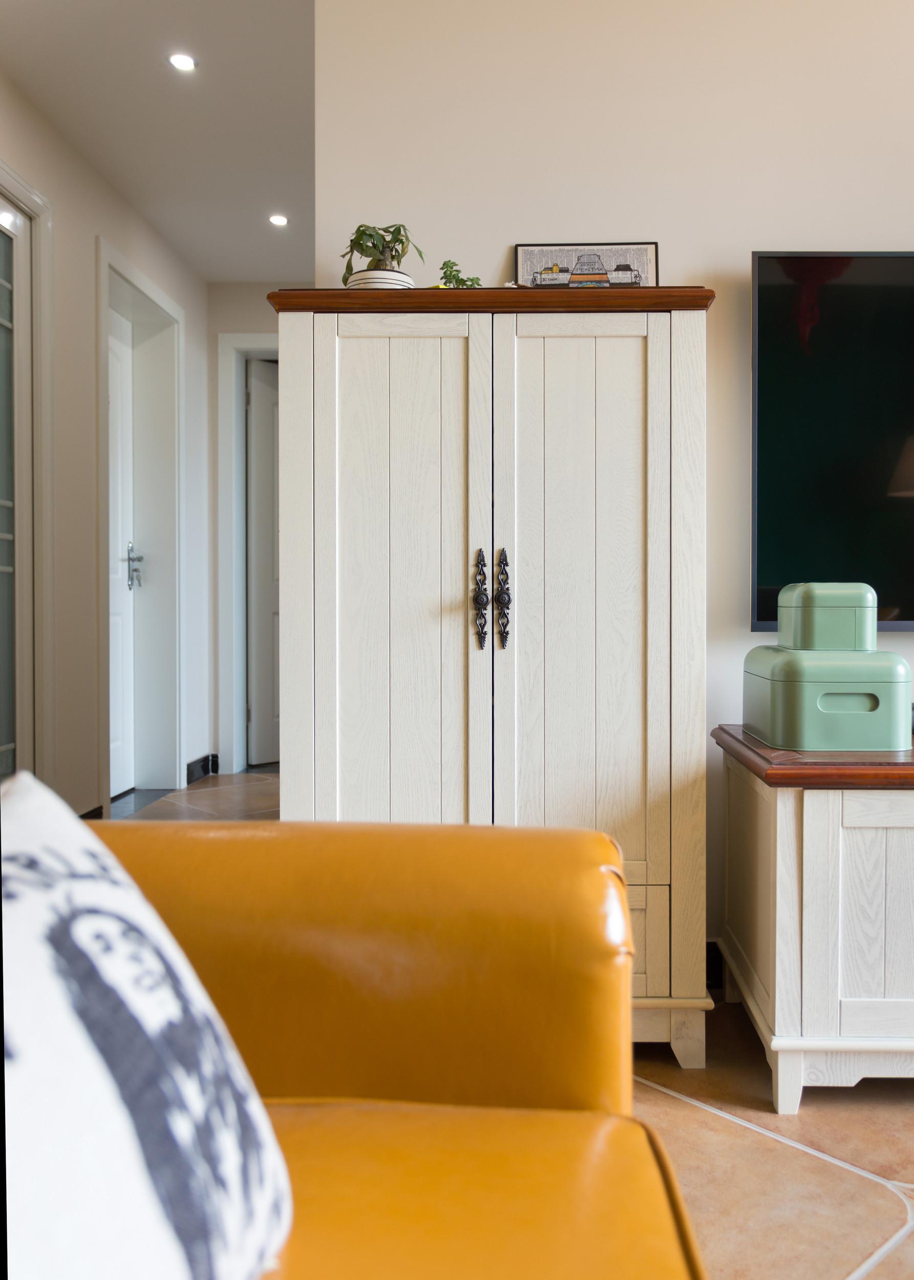 80㎡小美式三居装修储物柜图片
