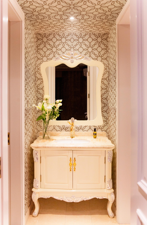 清新美式三居浴室柜图片