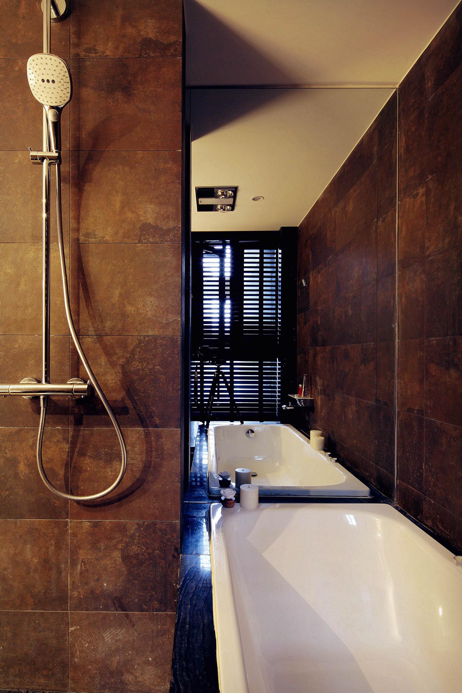 简约复式二居装修浴缸图片