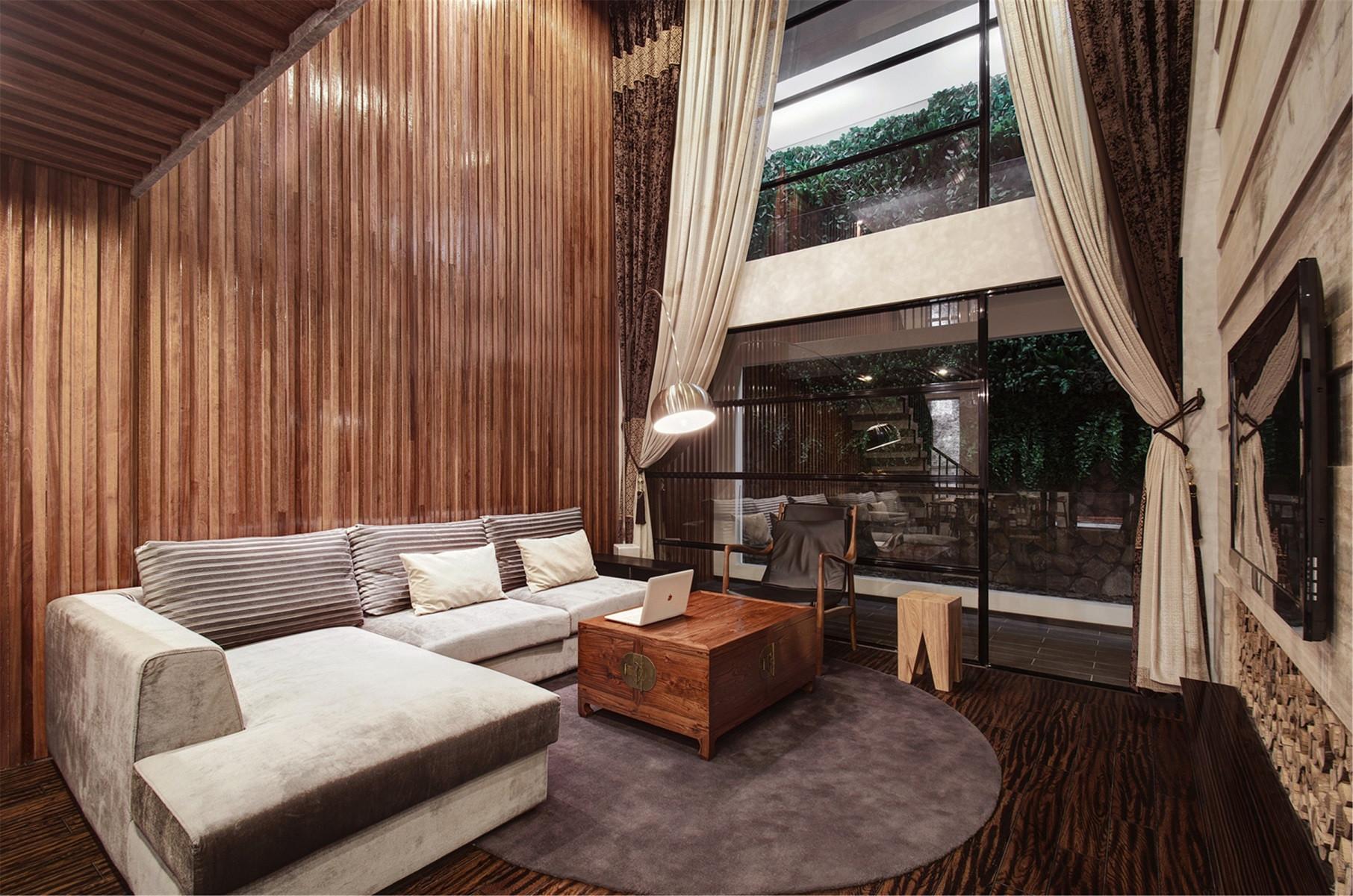 高端复式样板房客厅设计图