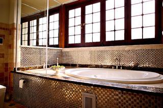 中式别墅装修浴缸图片