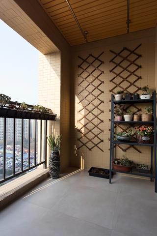 二居室简约风格设计阳台布置图