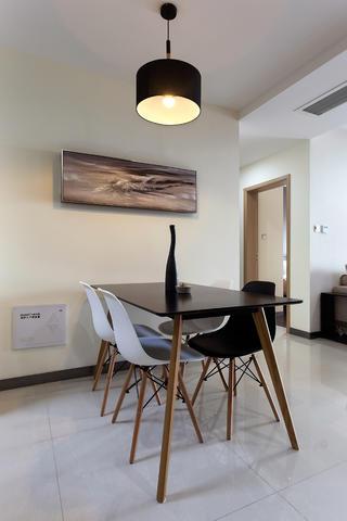 二居室简约风格设计餐厅搭配图