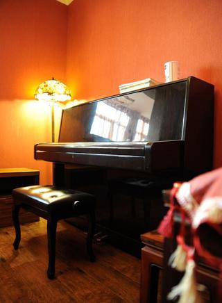 现代简约三居装修钢琴练习区