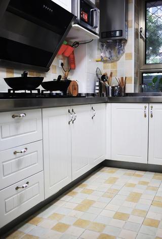 100平混搭二居装修厨房设计图