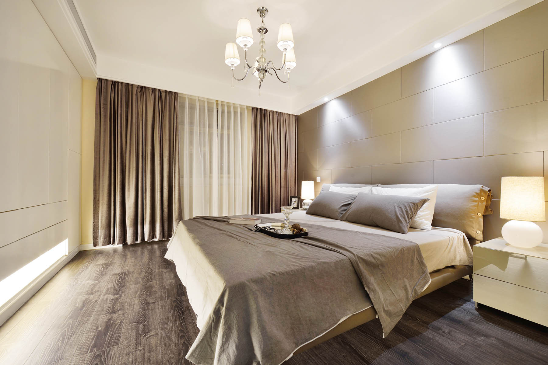 现代复式装修卧室设计图