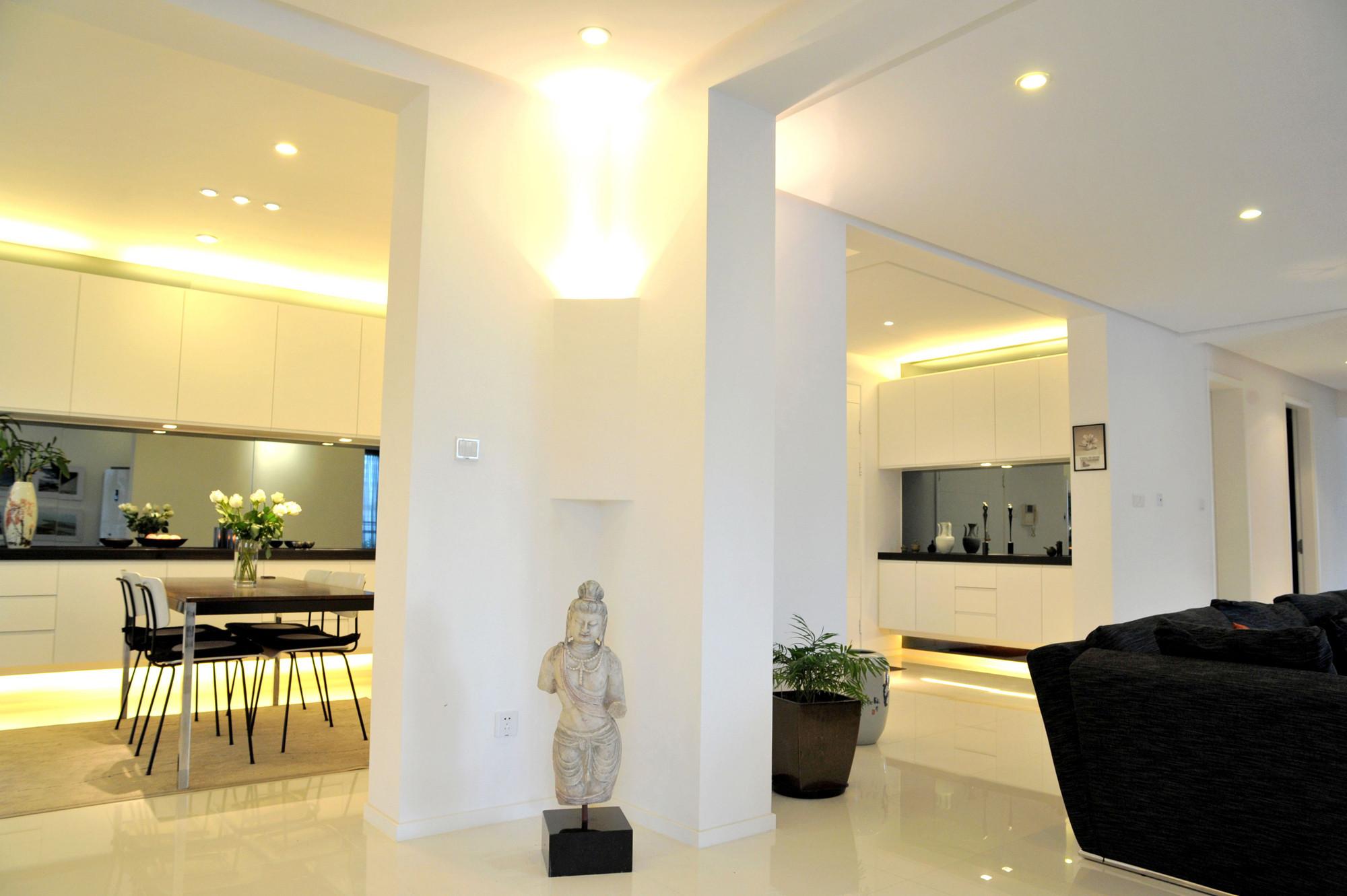 大户型黑白极简装修客厅一角