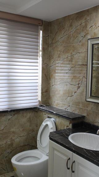 130平三居室装修卫生间设计图