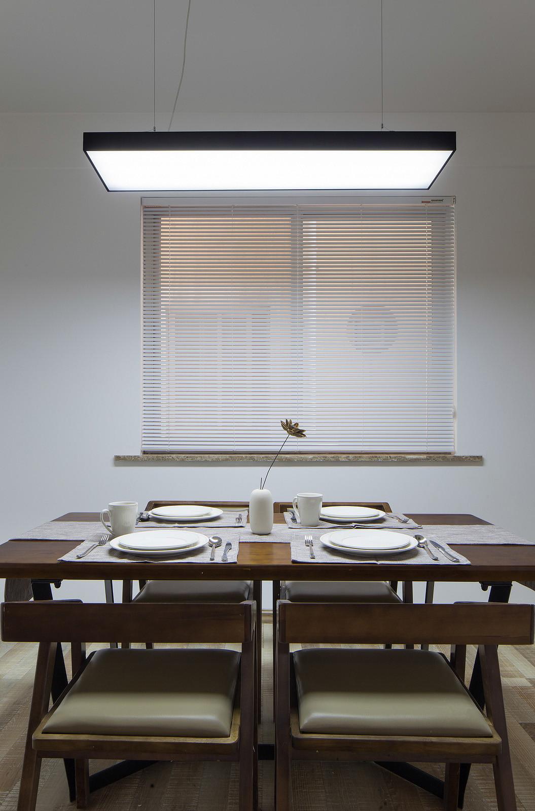 三居室北欧风格装修餐桌椅图片