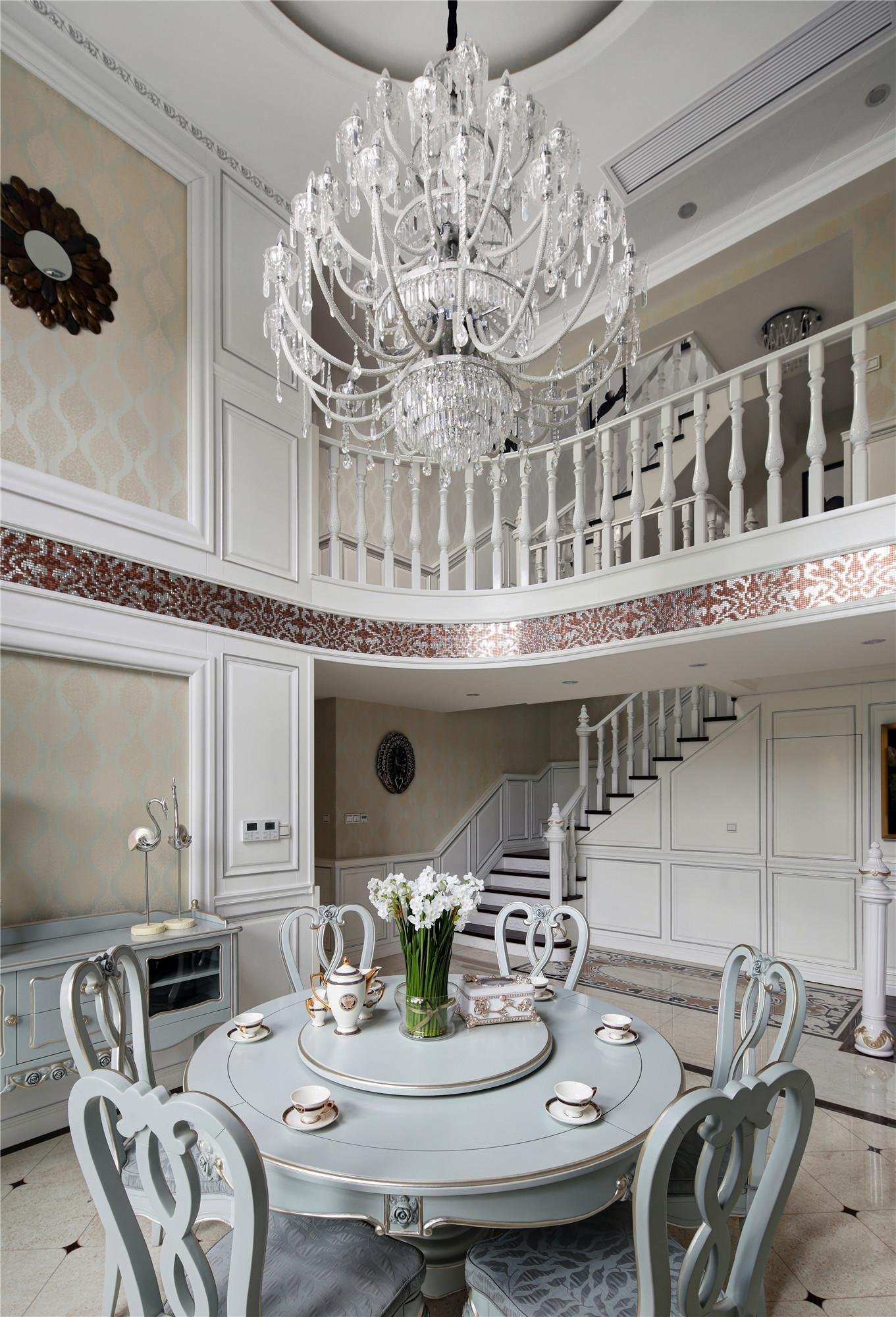 法式风格别墅装修吊灯图片