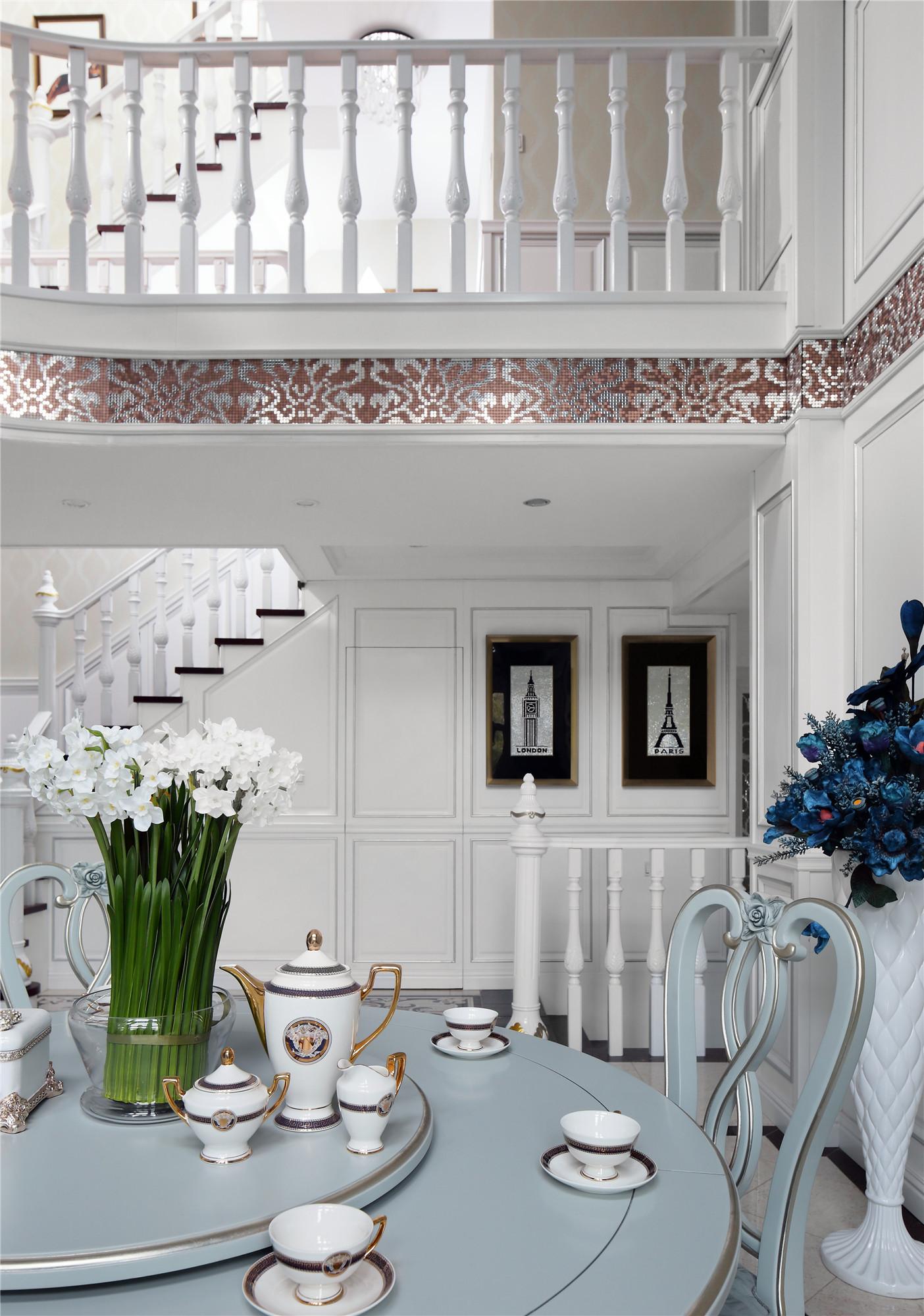 法式风格别墅装修餐桌图片
