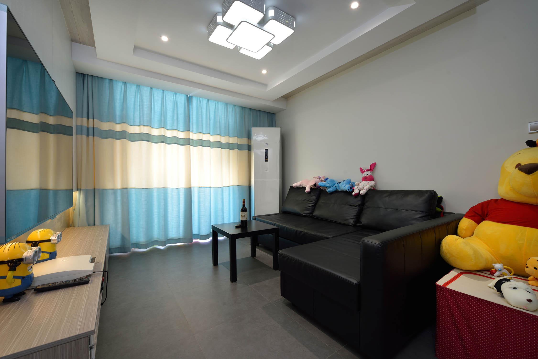 三居室简约风格装修客厅设计图
