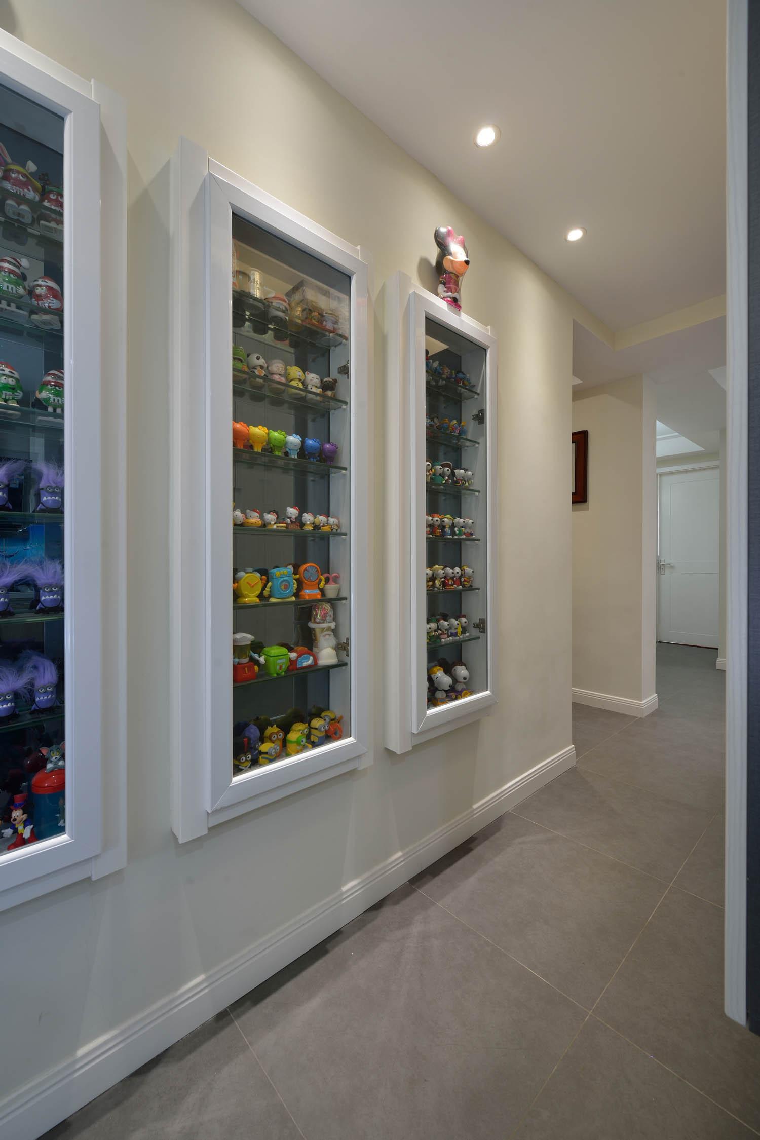 三居室简约风格装修展示柜图片