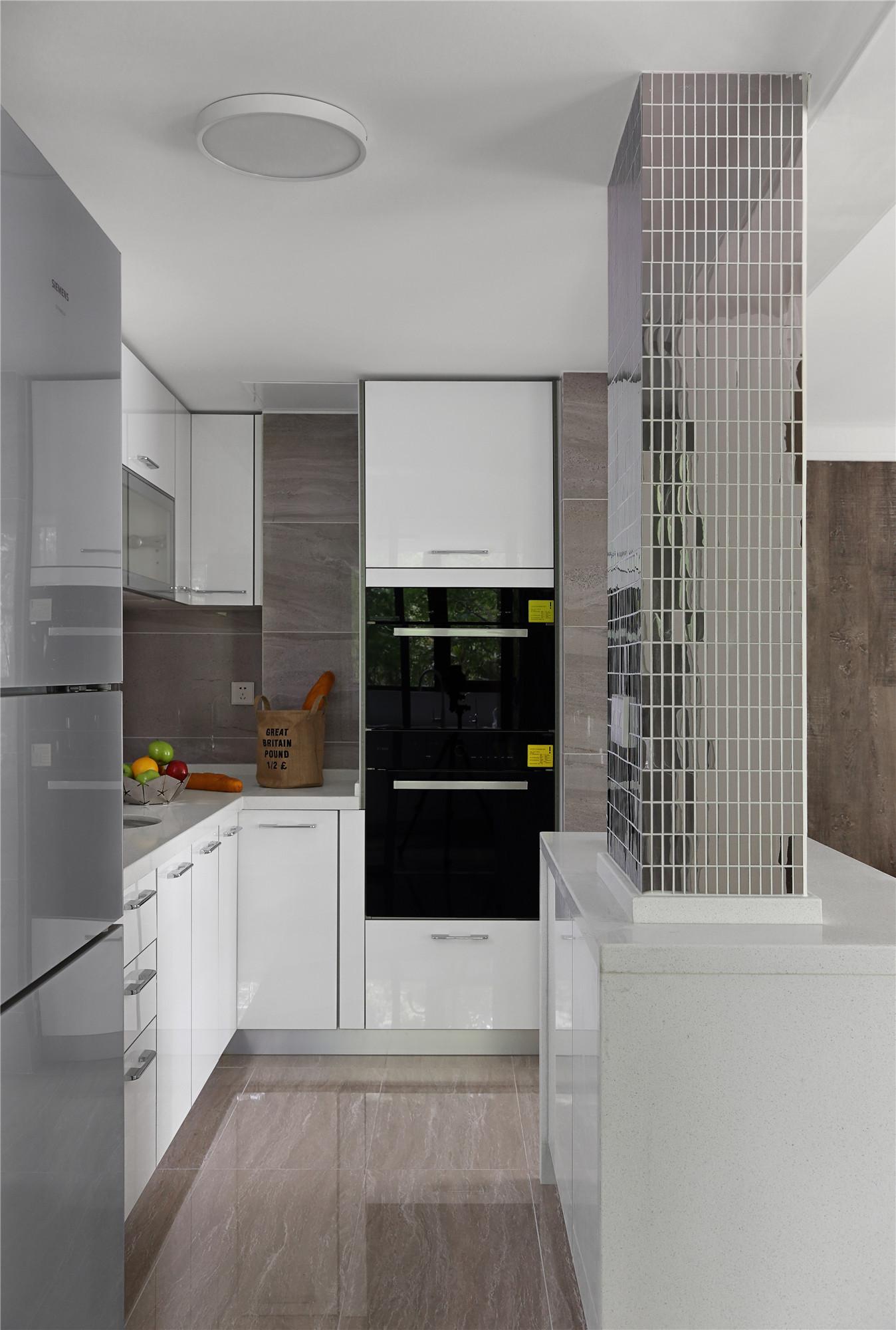 134平简约装修厨房效果图