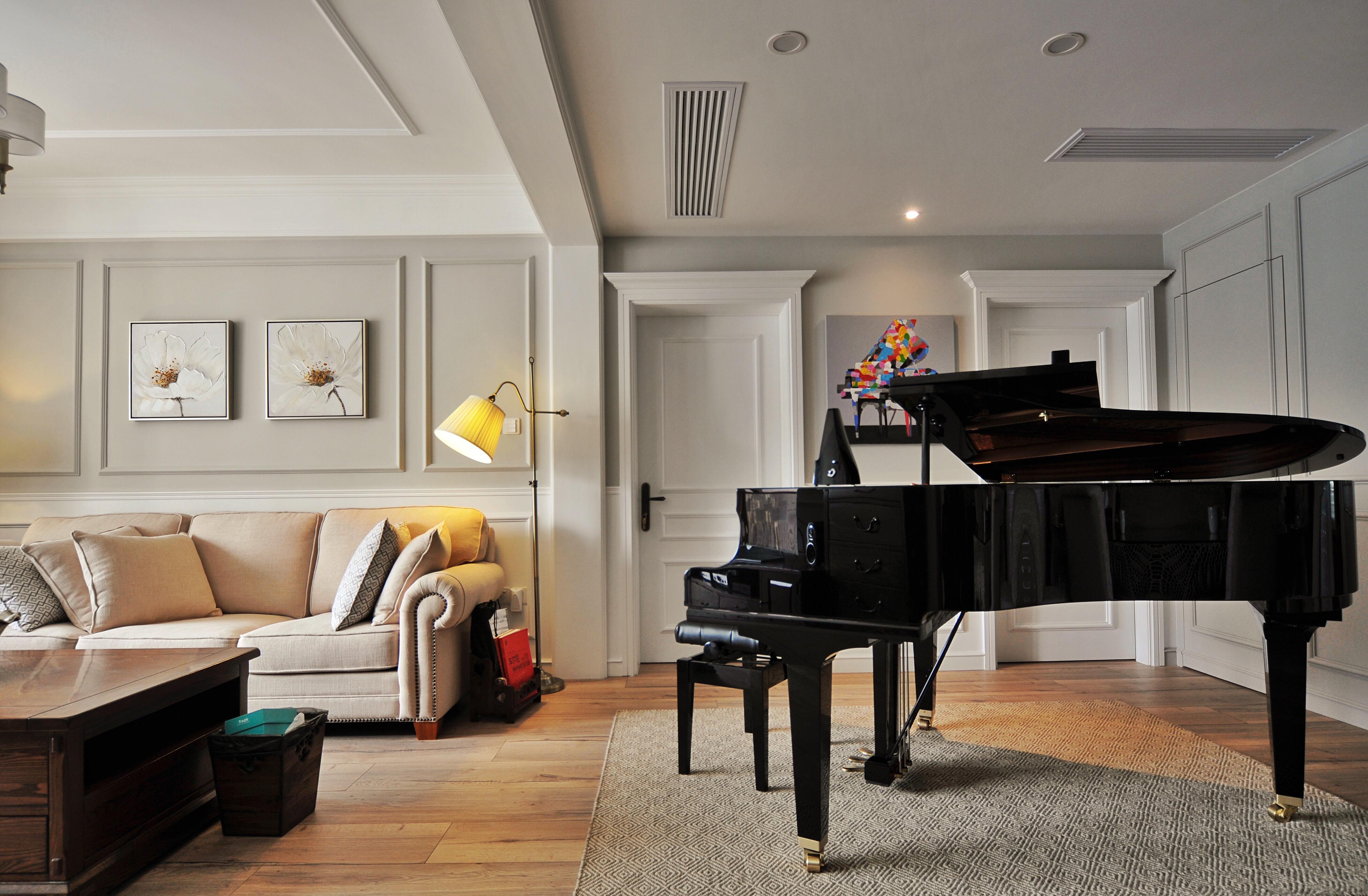 130平美式风格家钢琴练习区