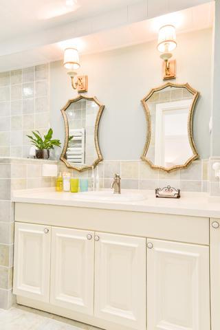 98平美式二居装修浴室柜图片