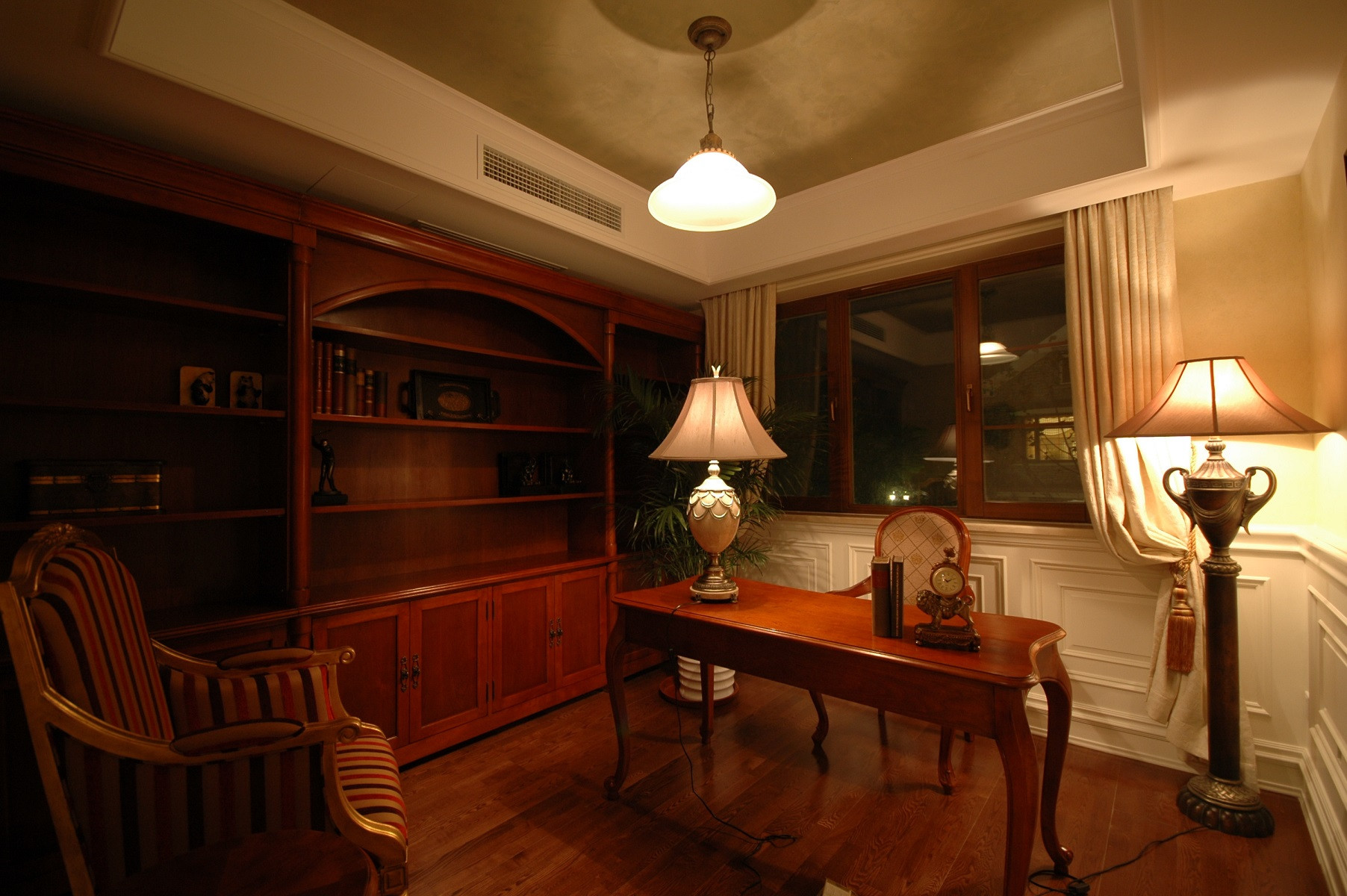 欧式新古典复式装修书房布局图