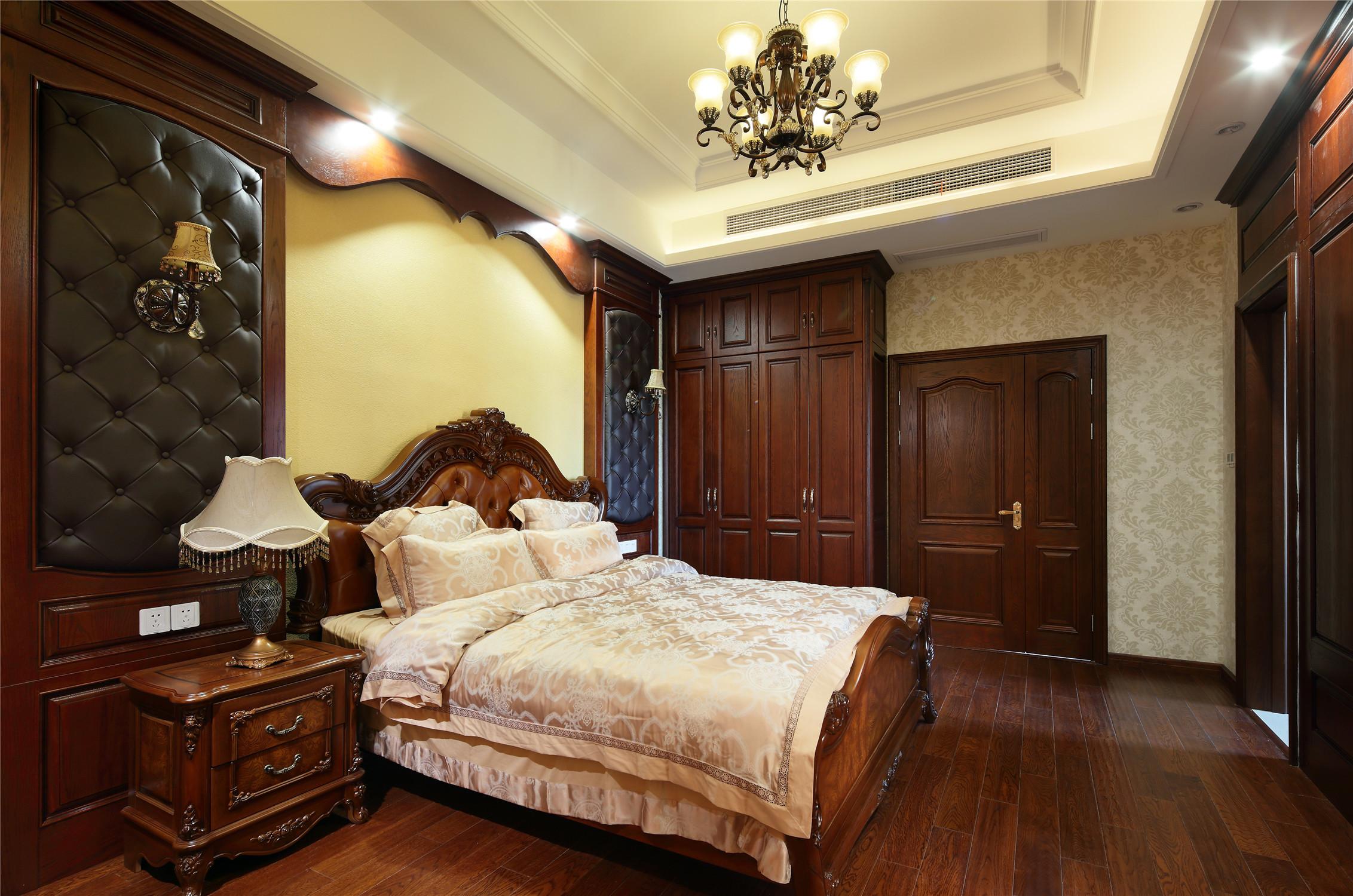 美式风格别墅装修卧室设计图