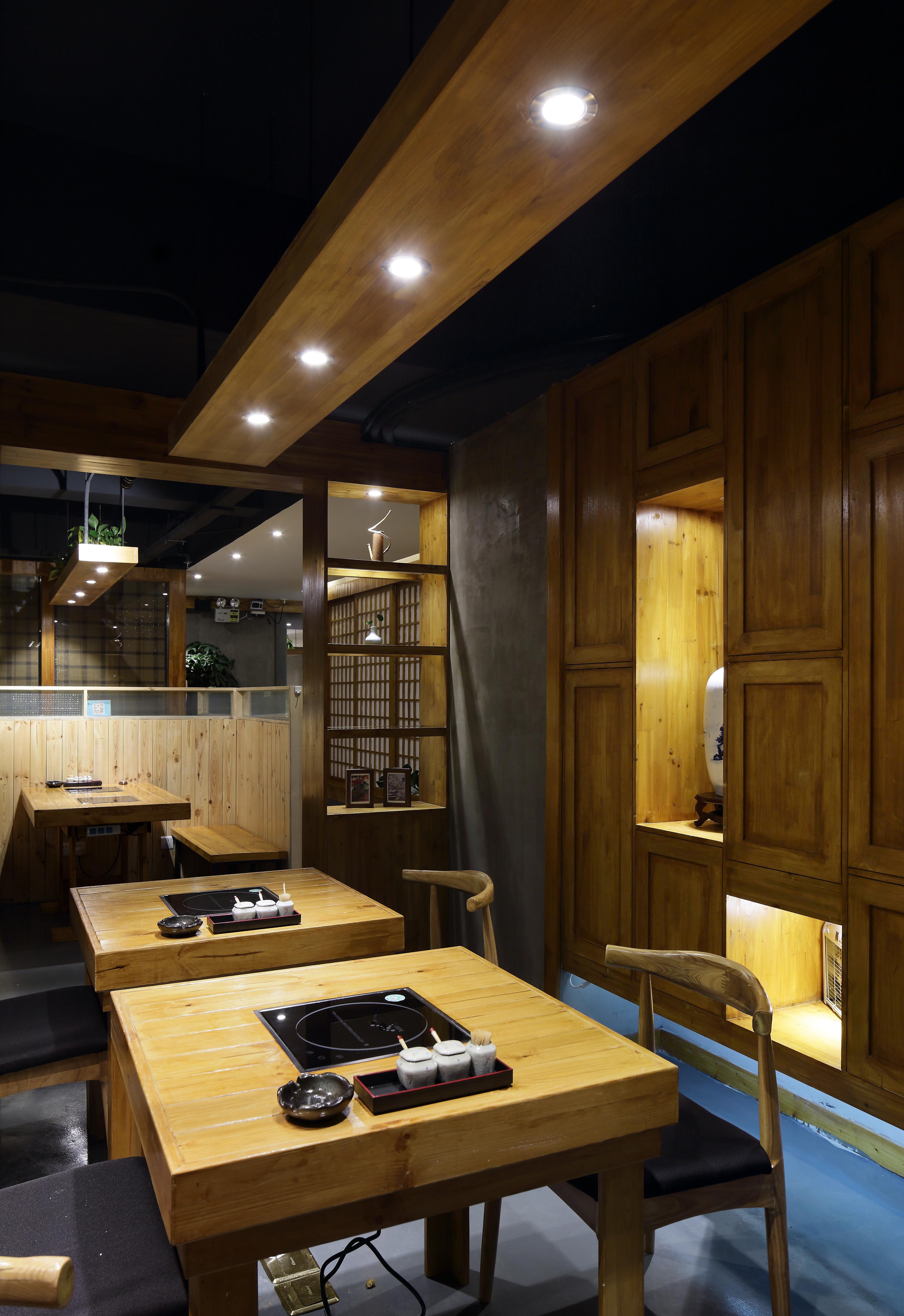 日式餐厅装修餐桌图片