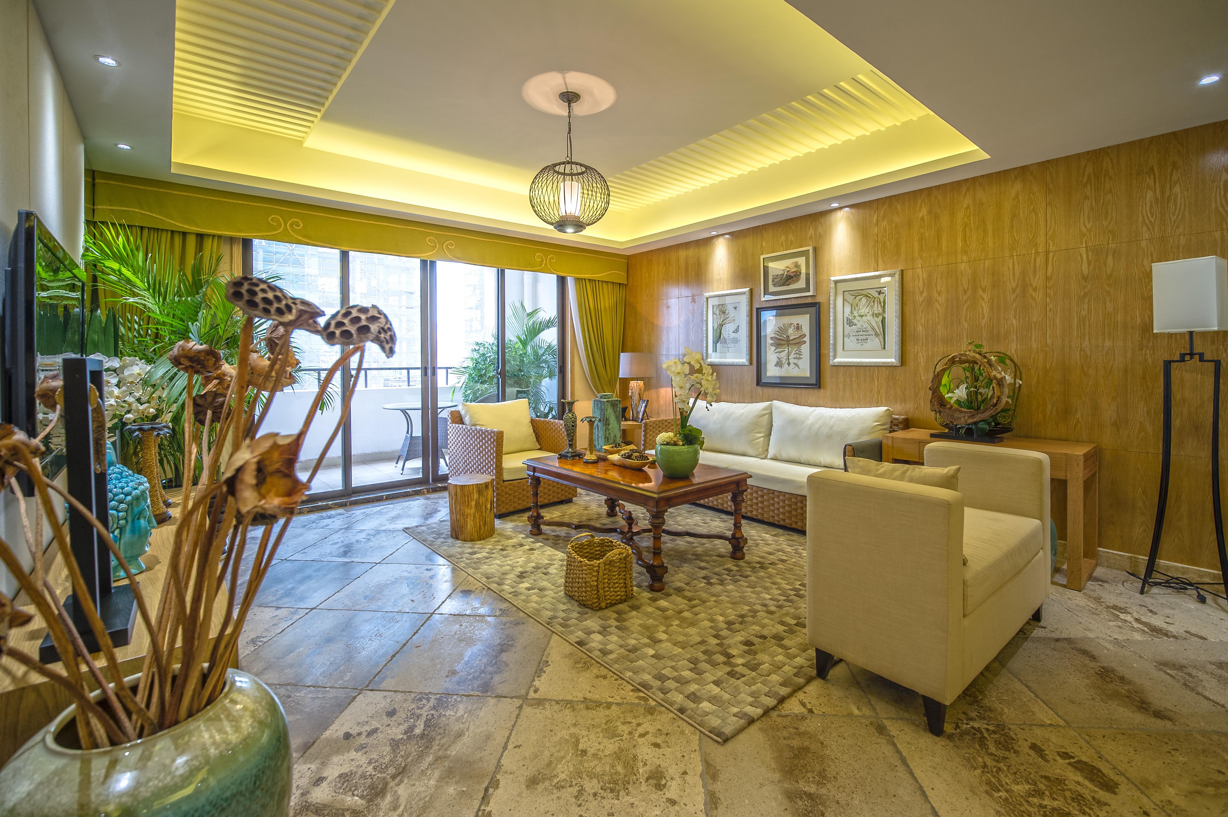 130平东南亚风情装修客厅装潢图