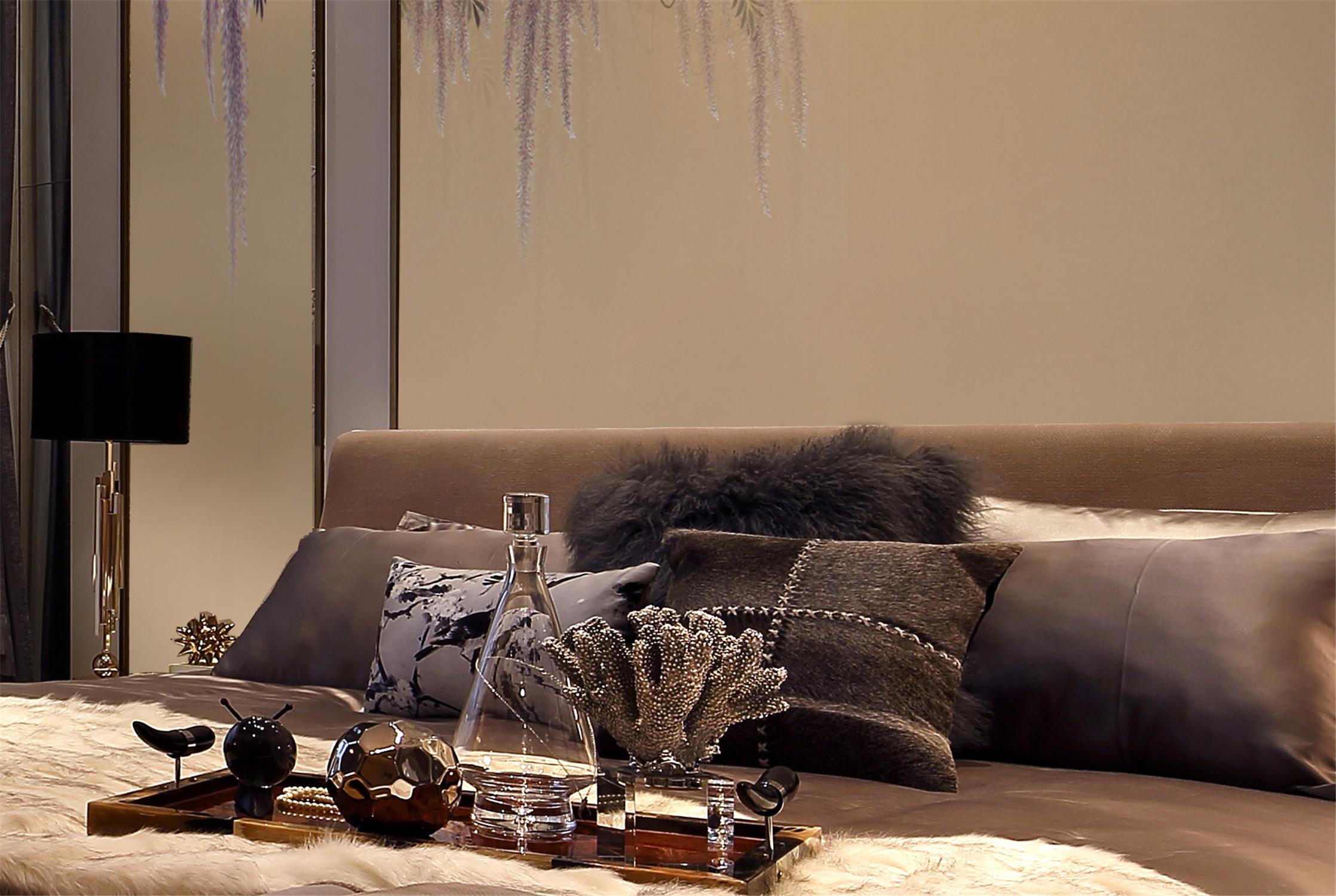 现代风格别墅装修床品图片