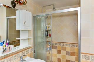 二居室现代美式家卫生间设计图