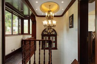 美式别墅装修楼梯间吊灯图片