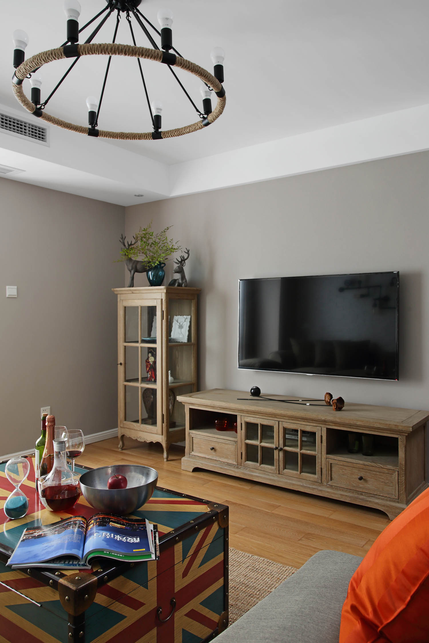 120平混搭装修电视背景墙图片