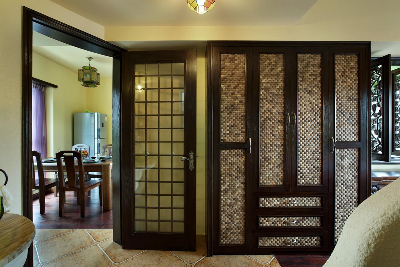 小户型东南亚风格装修衣柜图片