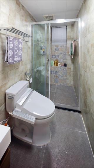简约三居装修淋浴房图片