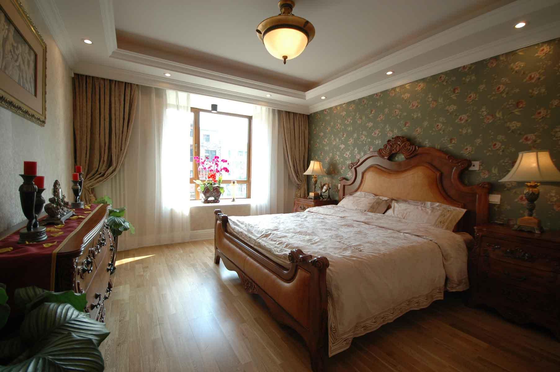 三居室欧式公寓装修主卧设计图