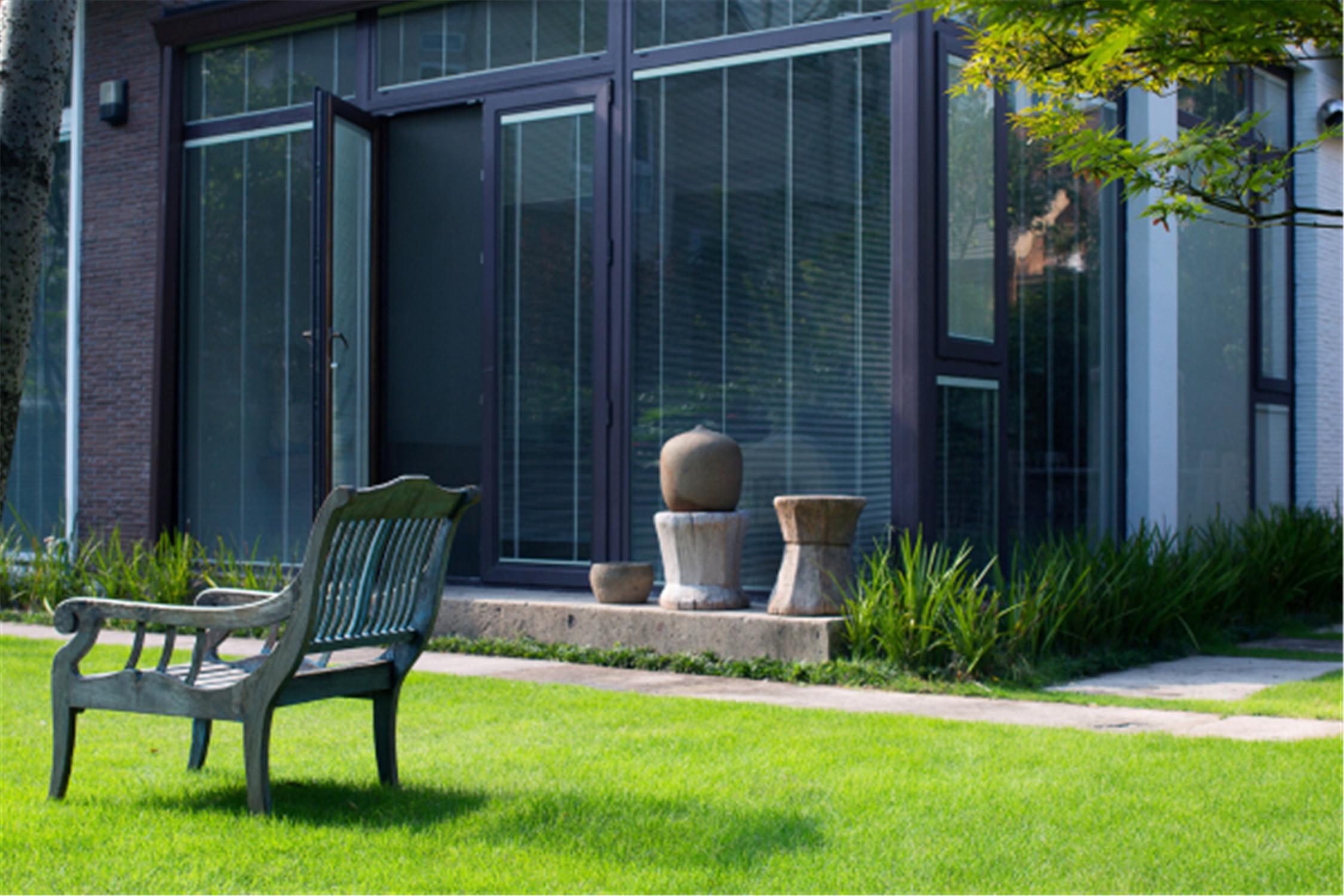 中式风格别墅装修室外草坪图片