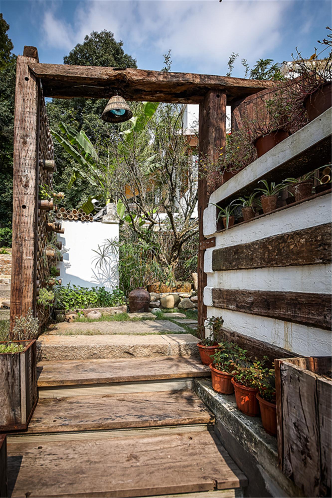 山间别墅装修露台花园区