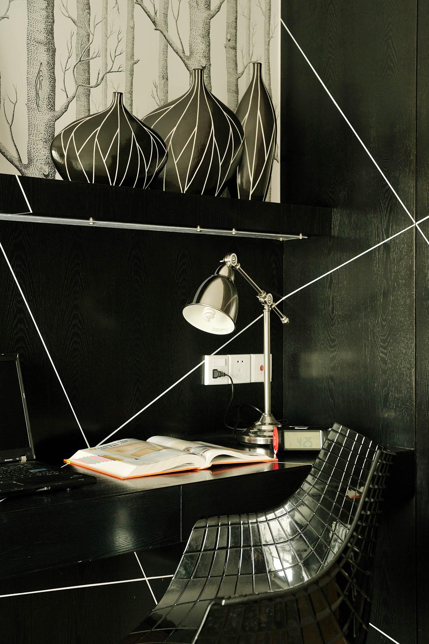 现代简约loft风格装修书桌图片