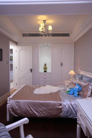 新古典三居装修衣柜设计