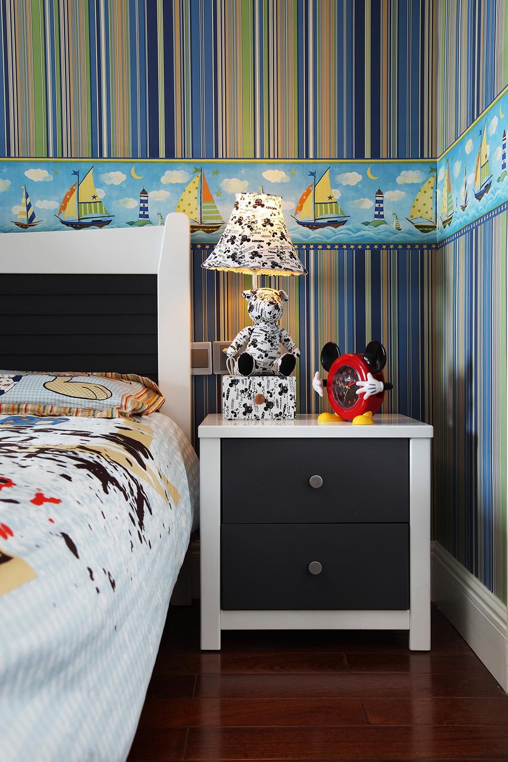 160平新古典装修床头柜图片