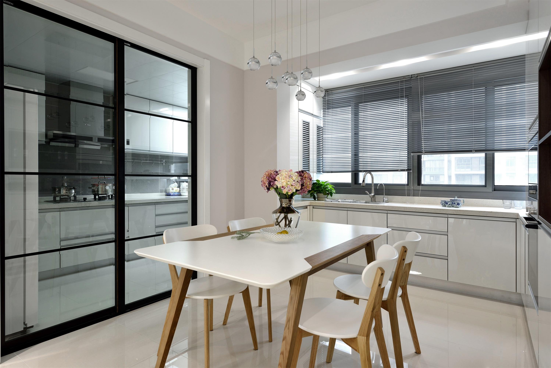 138平现代简约装修厨房移门设计