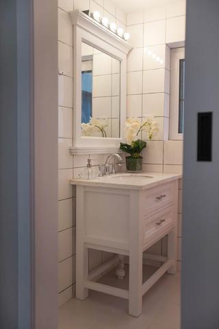小户型北欧二居装修浴室柜图片