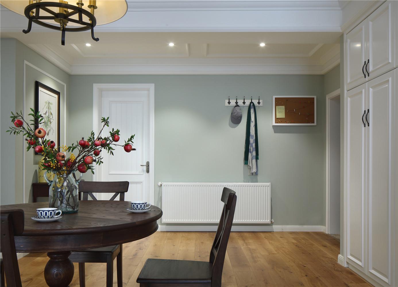 美式风格三居之家餐桌图片