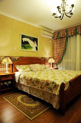 美式乡村三居室装修卧室布置图