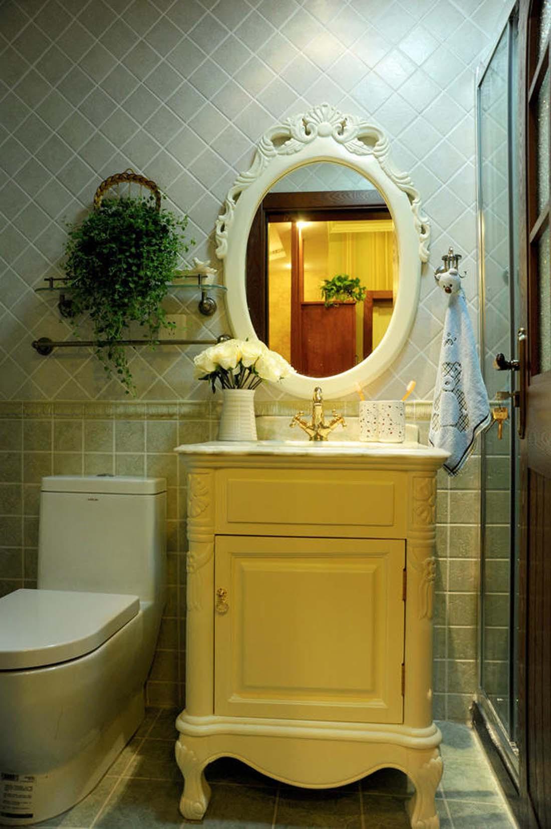 美式乡村三居室装修卫生间设计图