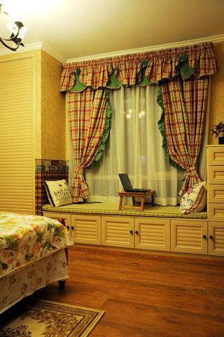 美式乡村三居室装修飘窗图片