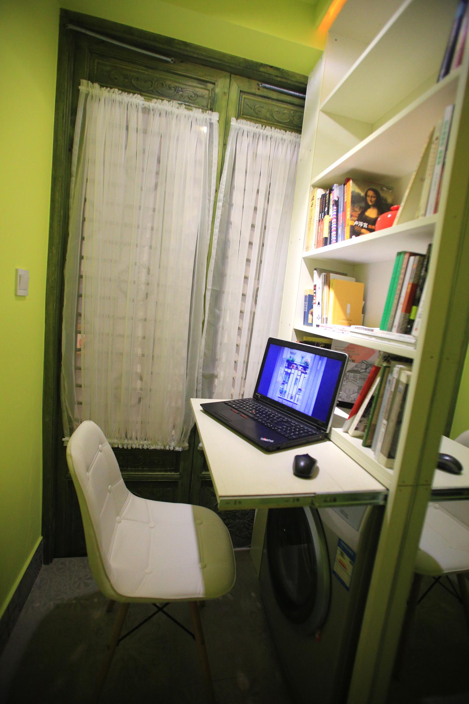 小户型单身公寓装修书房布置图