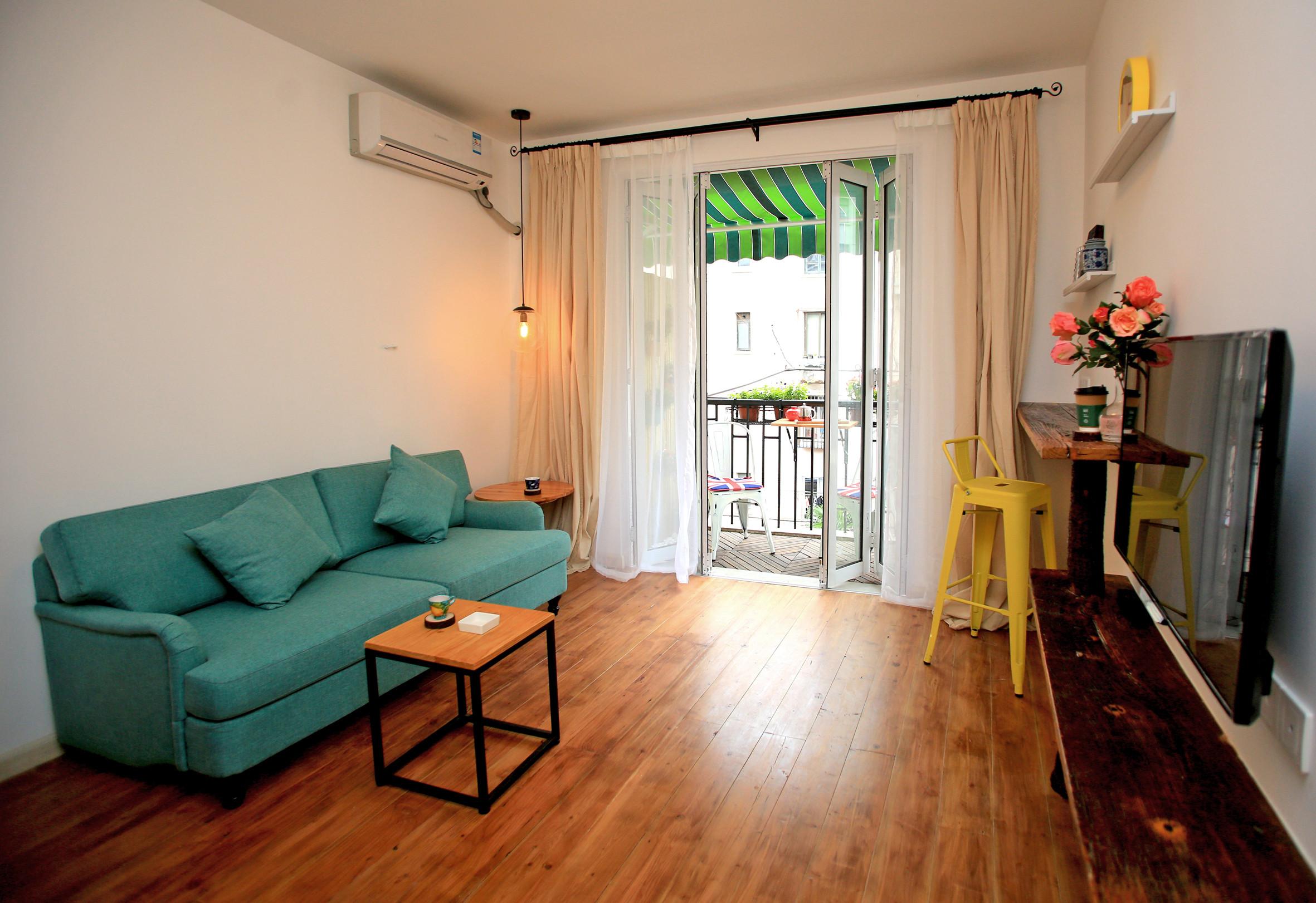 小户型单身公寓装修客厅布置图