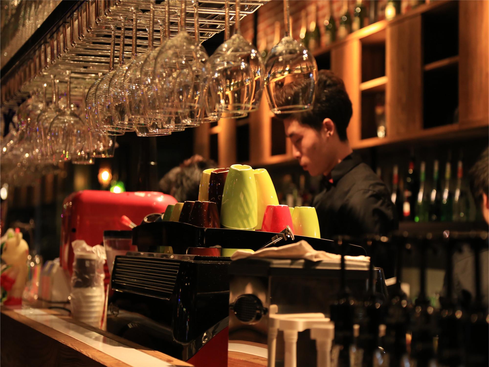 复古小资情调咖啡厅酒具器皿图片