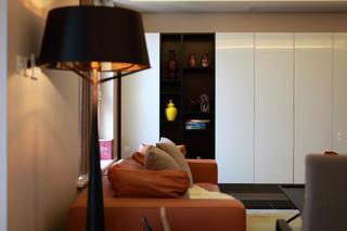 现代简约复式装修客厅一角