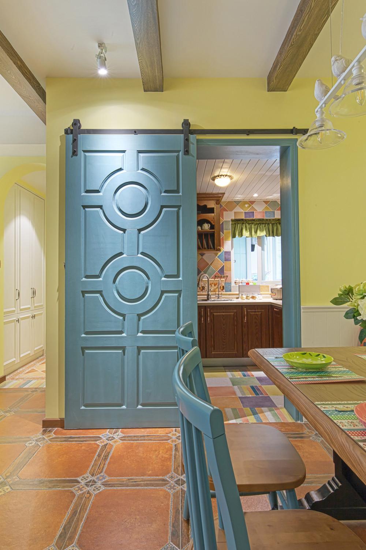 80平美式风格三居装修谷仓门设计