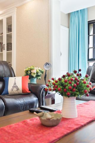 120平美式风格装修客厅一角